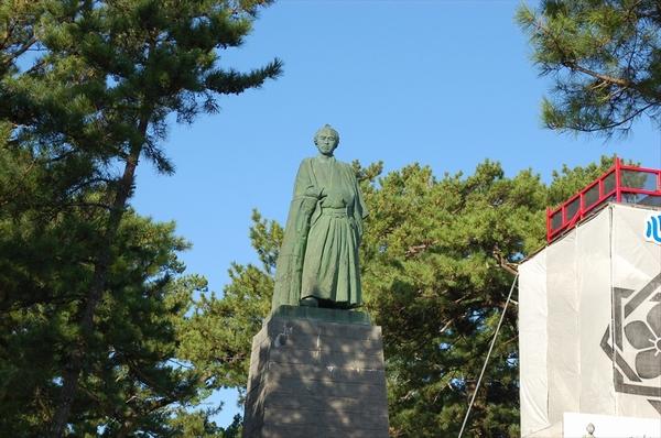 午前に撮影した坂本竜馬像