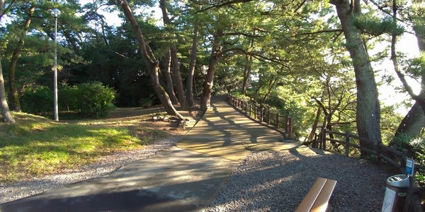 坂本龍馬像に向かう車椅子やベビーカーのルート