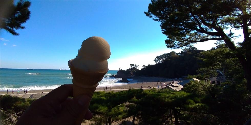 桂浜でアイスクリンを食べよう(6)