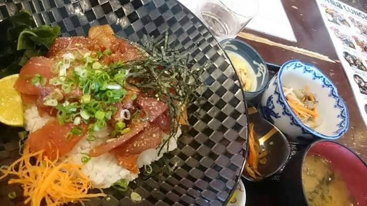 西村商店のランチ(海鮮丼定食)