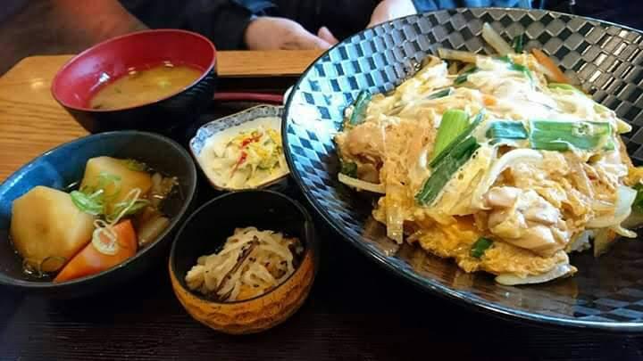 西村商店のランチ(親子丼定食)