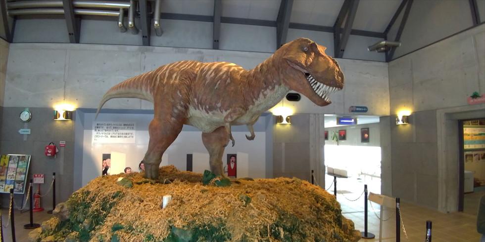 佐川地質館と桂浜の五色の石(チラノザウルス)