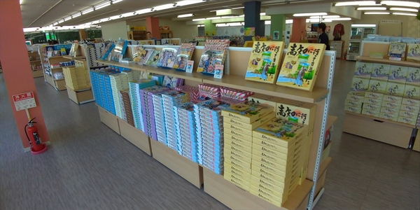 桂浜のお土産店 龍馬の浜茶屋 (店舗内の様子2)