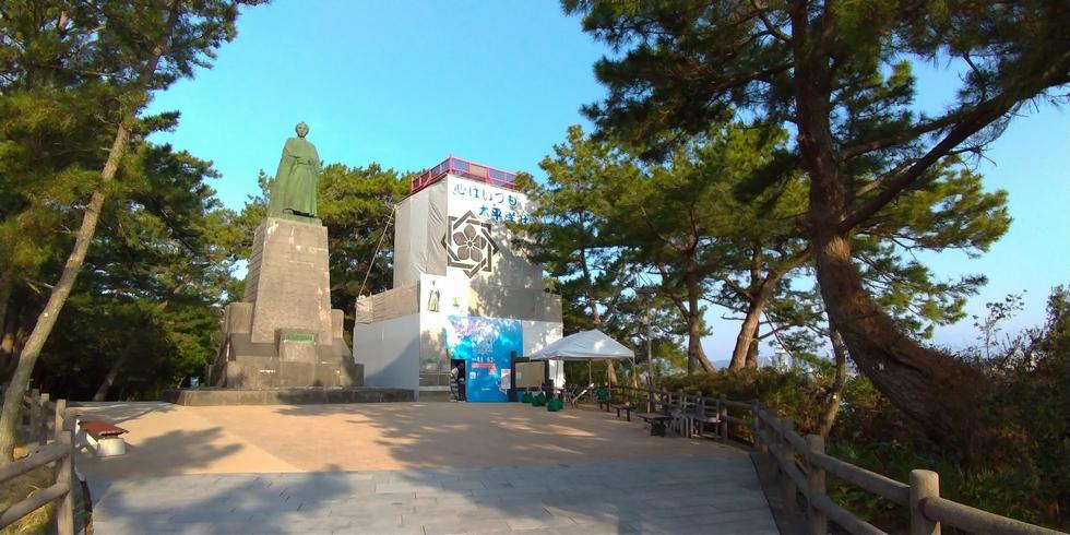 龍馬に大接近の仮設の特設展望台