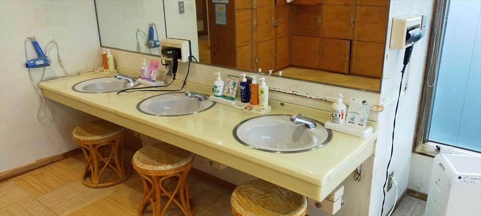 国民宿舎 桂浜荘の宿泊記(浴場の洗面台)