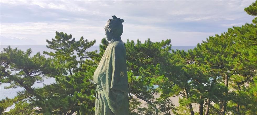 【桂浜のイベント】龍馬に大接近(2020年 秋)龍馬像と特設ステージ